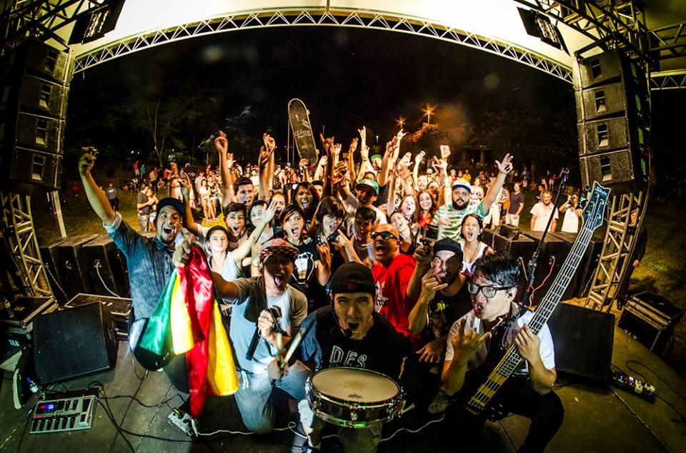 Banda boliviana Dobre A ovacionada no Grito Rock São Carlos (SP)